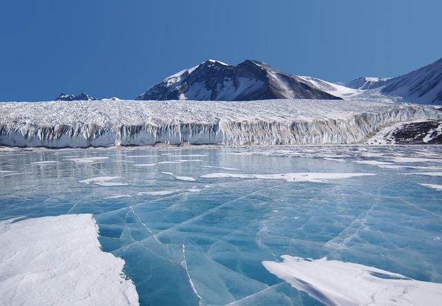 Hamarosan eléri a nyílt óceánt a világ legnagyobb jéghegye
